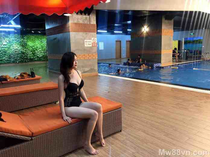 Hot girl Trần Thanh Huyền mặc bikini khoe chân dài TRẮNG nuột
