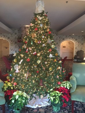 WhiteMtHotel-HolidayDecor-tree