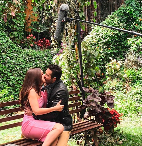 Escena de beso entre Camila Sodi y José Ron