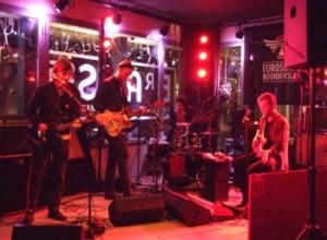 Pinkunoizu under koncerten på Het Paleis Brasserie på Eurosonic. Foto: Jon Hededal