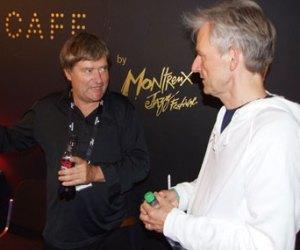 Philippe Nicolet (t.v.) i samtale med Asbjørns manager Jesper Bay backstage på Montreux Jazz Café. Bay håber selvklart at 3D-filmen kommer til at skubbe yderligere til Asbjørns internationale karriere.