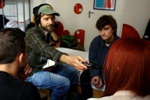 Spotteren Christoph Schrag interviewede alle aftenens fire bands til Radio Fritz.
