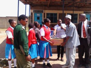 12. girls present soap to men prisoners