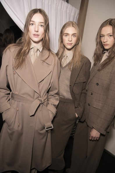 warm-taupe-outfit-on-runway-for-2016
