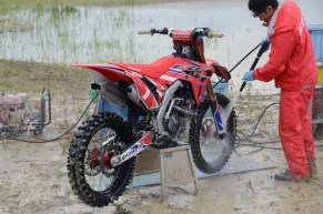 2017-Honda-CRF450R-appears-with-tougher-looks-and-durable-material-600x398