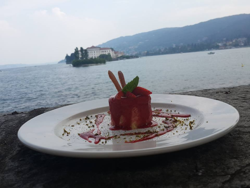 , A luxury lunch on the lake