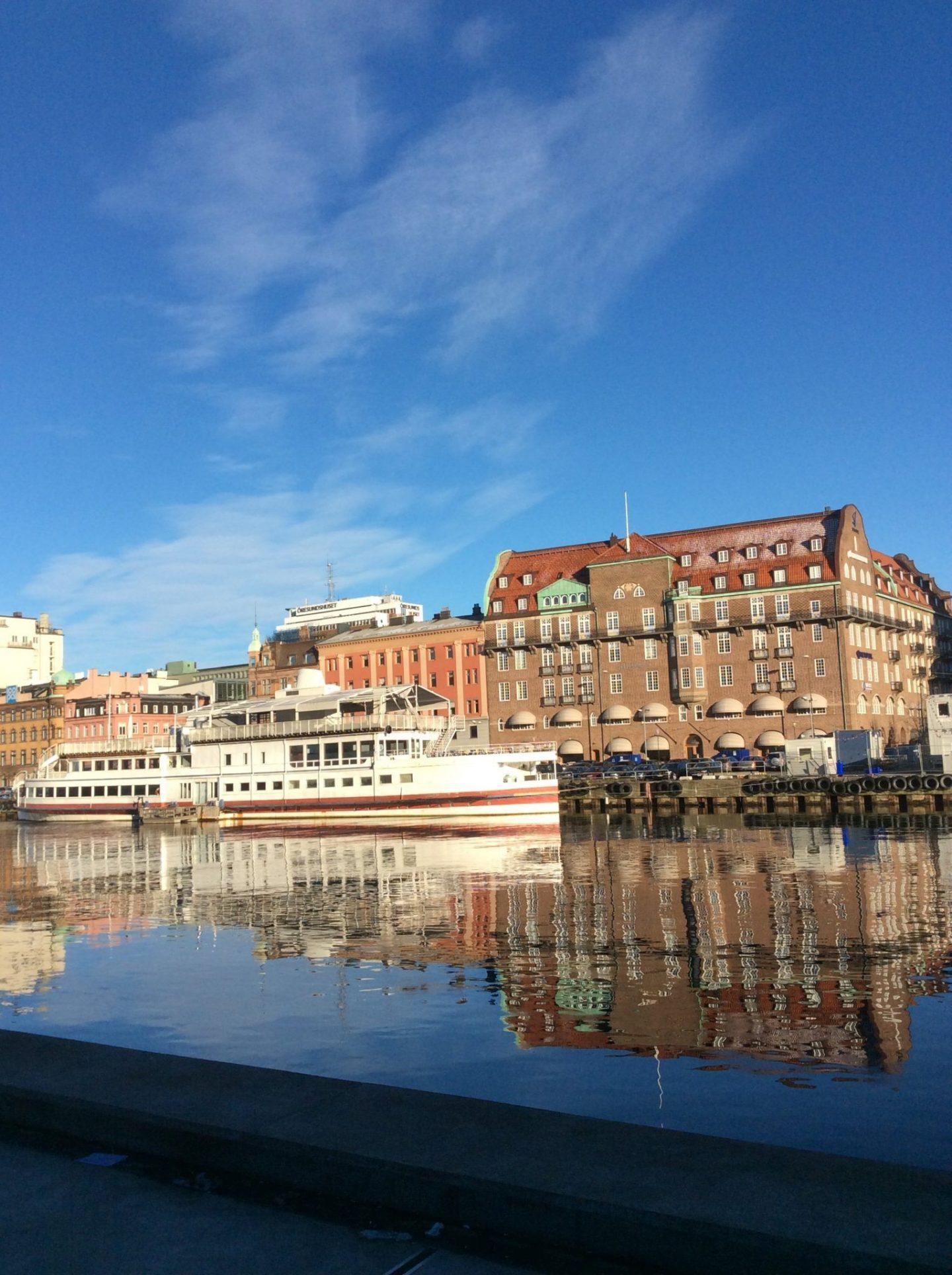 Malmö: the reflected city