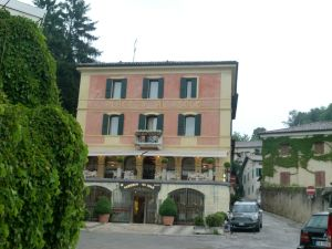 Book a hotel in Asolo: best hospitality & luxury in 1 place
