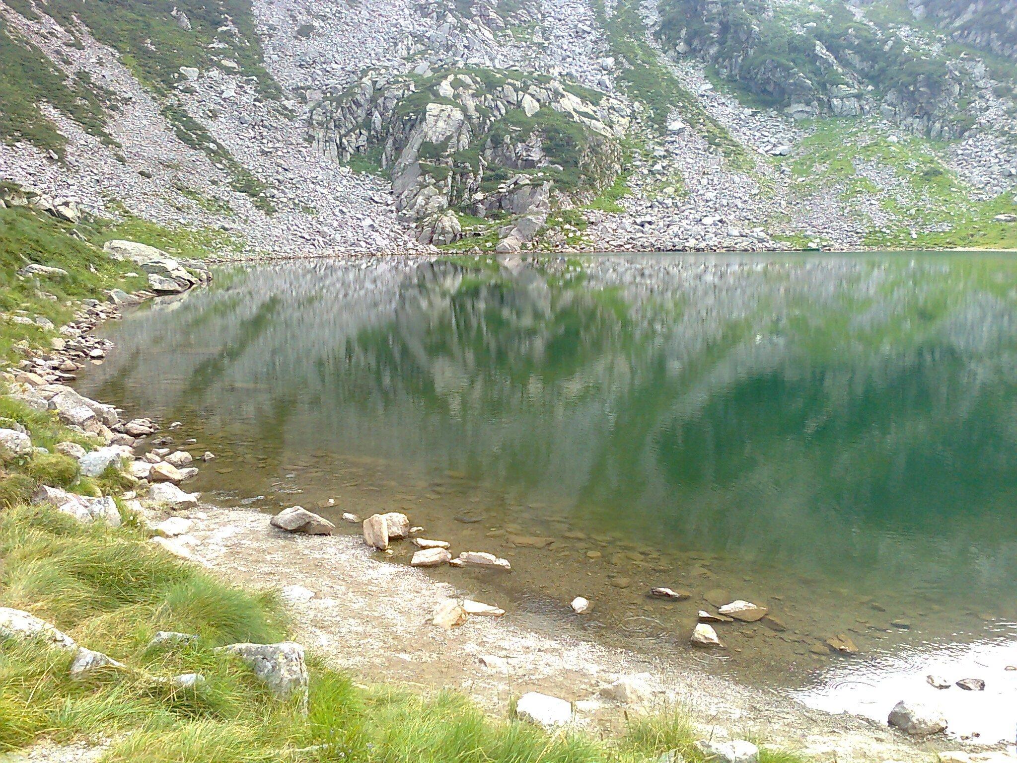 a lake in the mountains 3 1440x1080 - A lake in the mountains