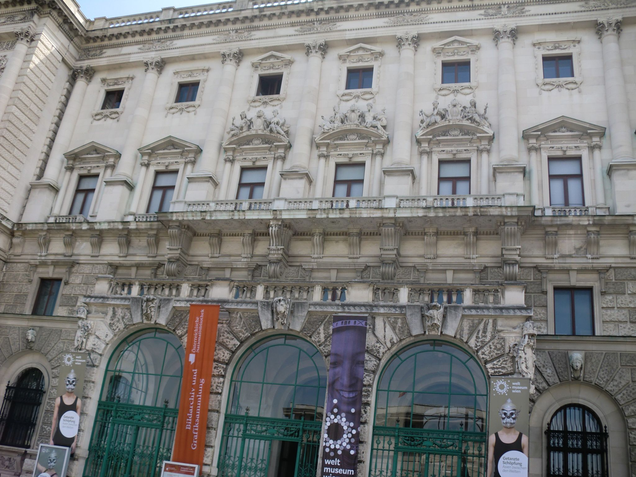 Vienna Hofburg 15 1440x1080 - Vienna: elegant beauty