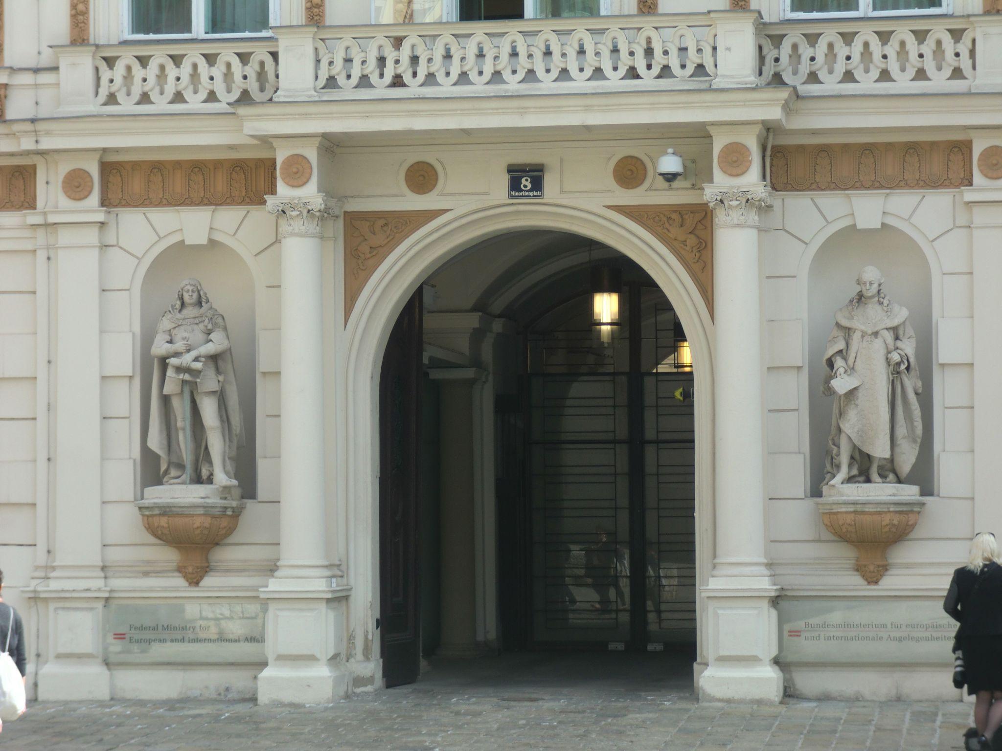 Vienna Hofburg 3 1440x1080 - Vienna: elegant beauty