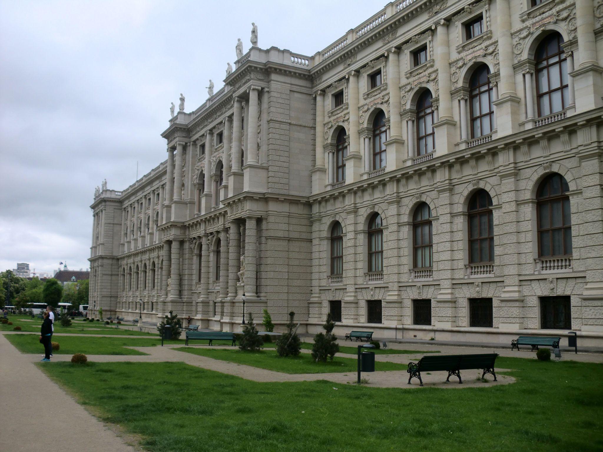 Vienna architecture 48 1440x1080 - Vienna: elegant beauty