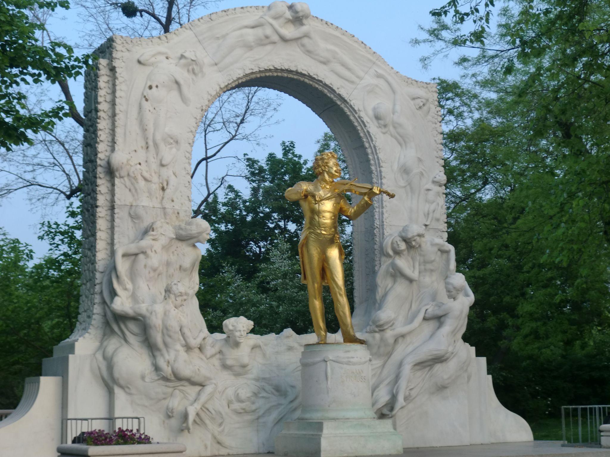 Vienna park 16 1440x1080 - Vienna: elegant beauty