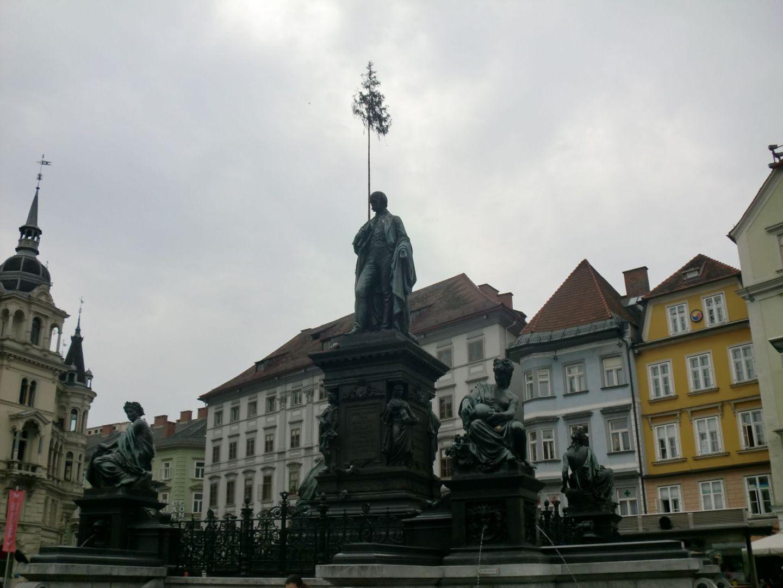 Graz square 2 - Graz: tradition and modernity