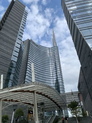 Modern architecture in Milan: 1 tour into the new huge city