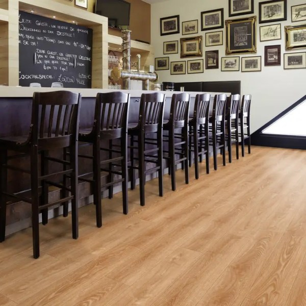 Restaurant Theke mit Project Floors Click Collection_PW4011