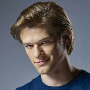 Lucas Till -- Gallery for the CBS series MACGYVER. Photo: Brian Bowen Smith/CBS ©2016 CBS Broadcasting, Inc. All Rights Reserved