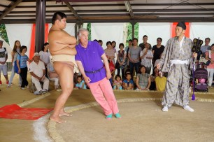 """BETTER LATE THAN NEVER -- """"Kyoto, Japan"""" Episode 102 -- Pictured: Henry Winkler -- (Photo by: Paul Drinkwater/NBC)"""
