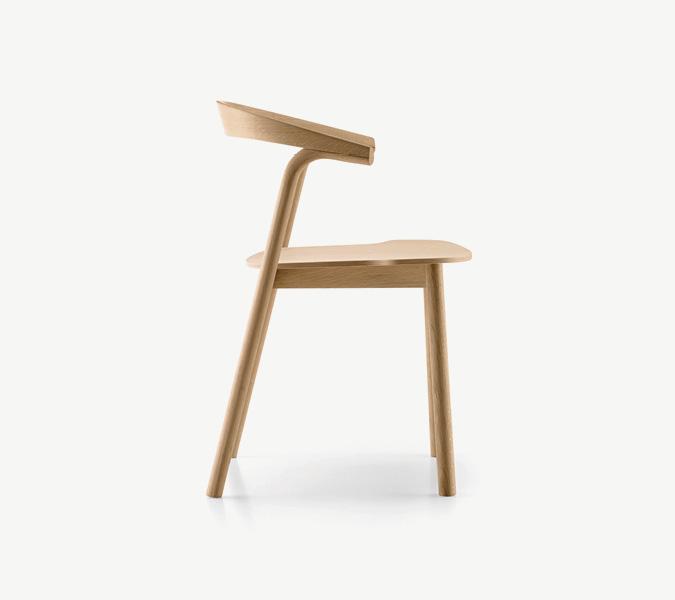 Makil une chaise en bois empilable design by patrick for Chaise empilable design