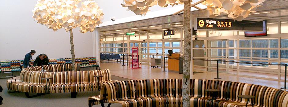 luminaire design dans le hall de l'aéroport de Malmo