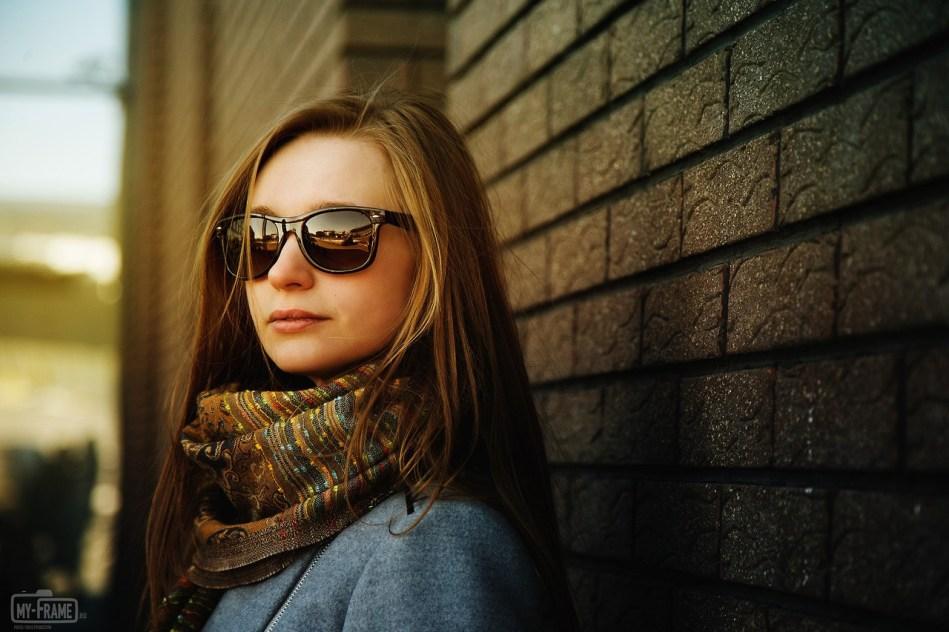 Портрет девушки у бизнес-центра Квартал
