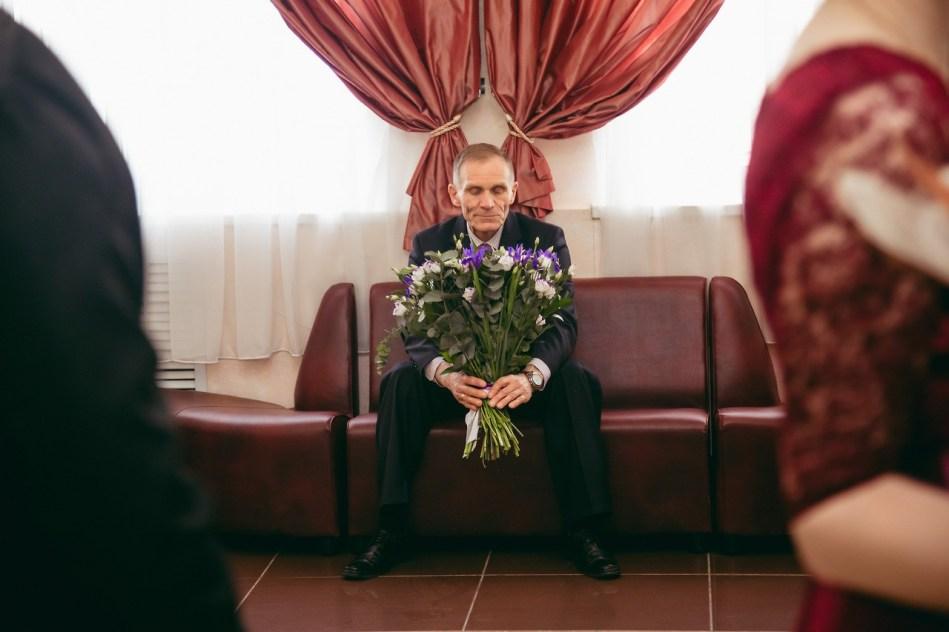 Папа приготовил букет для своей невесты