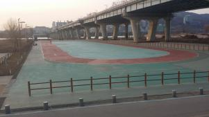 Short course speed skating track for rollerblading