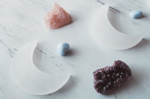 how essential oils can work with crystals