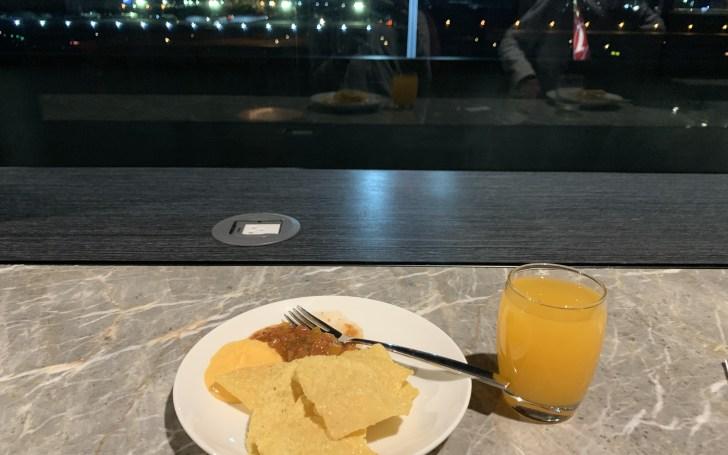 マニラ空港PAGSSラウンジでの食事1