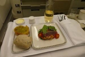 薄切りハバチマグロのたたき、しらたきサラダと柚子醤油ドレッシング、特製パン