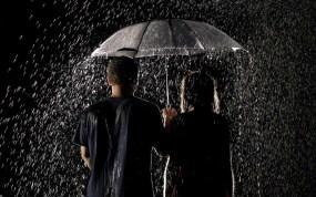 romantic+couple+in+rain+wallpaper