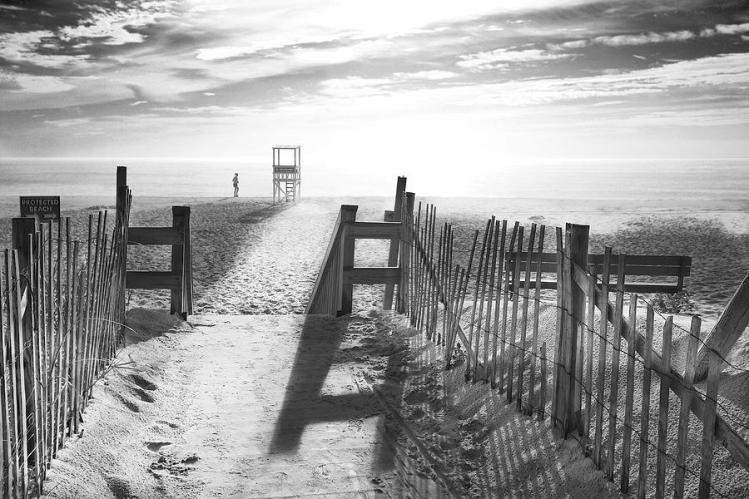 the-beach-in-black-and-white-dapixara-art