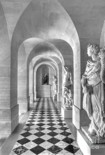 versailles-statue-gallery-in-black-and-white-bart-de-rijk