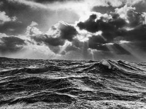 william-vandivert-north-atlantic-wave-whipped-high-in-a-midwinter-squall_u-l-p3ock50