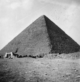 037_1941_-_Great_Pyramid_at_Giza,_Egypt_(by_Tom_Beazley)_03