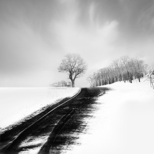 Beautiful-Black-and-White-Snowscapes-by-Vassilis-Tangoulis-05