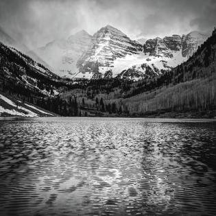 maroon-bells-black-and-white-1x1-elk-mountain-colorado-landscape-gregory-ballos