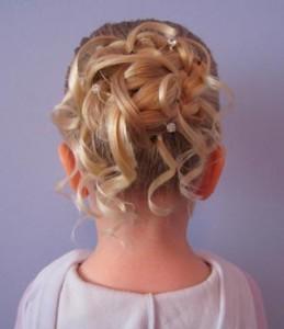 Прически для девочек на длинные волосы31