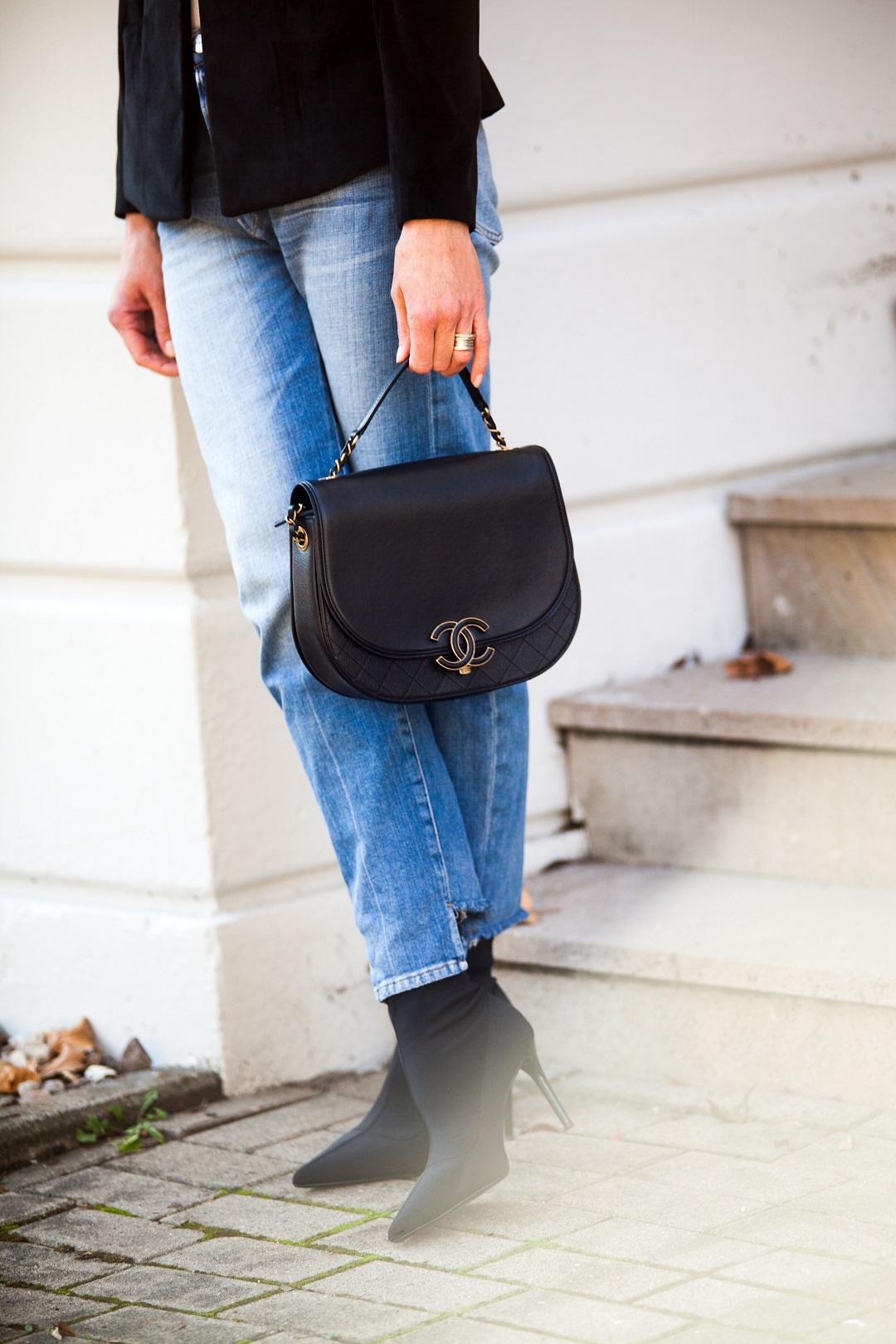 Chanel Tasche und Frame Boyfriend Jeans
