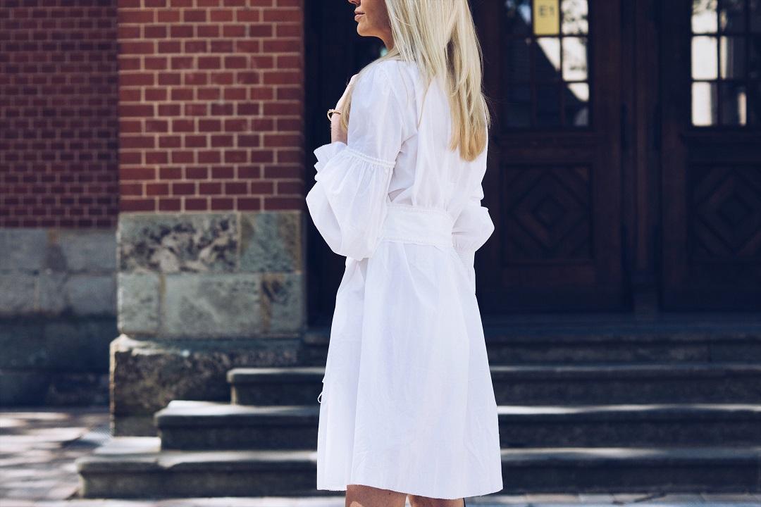 Wie trage ich jetzt ein weißes Sommerkleid
