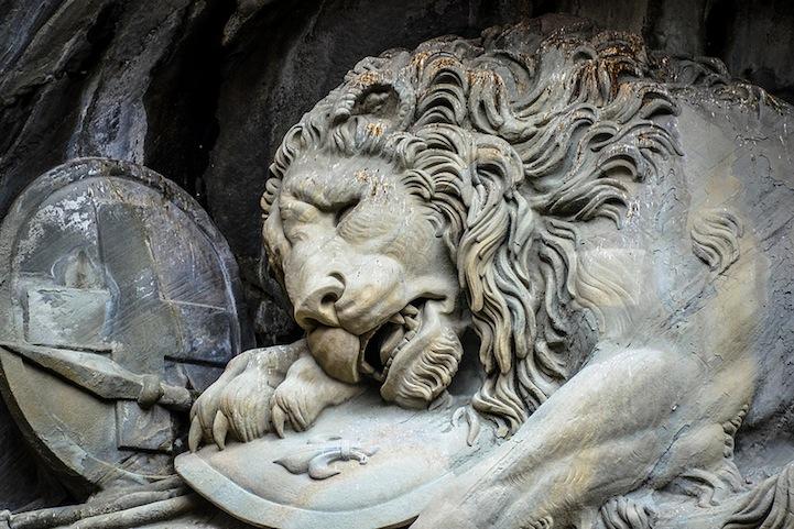 "Скульптурная композиция ""Умирающий лев"""