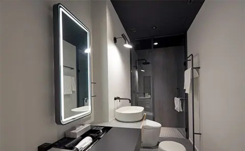 パワーラウンジ中央のシャワー室