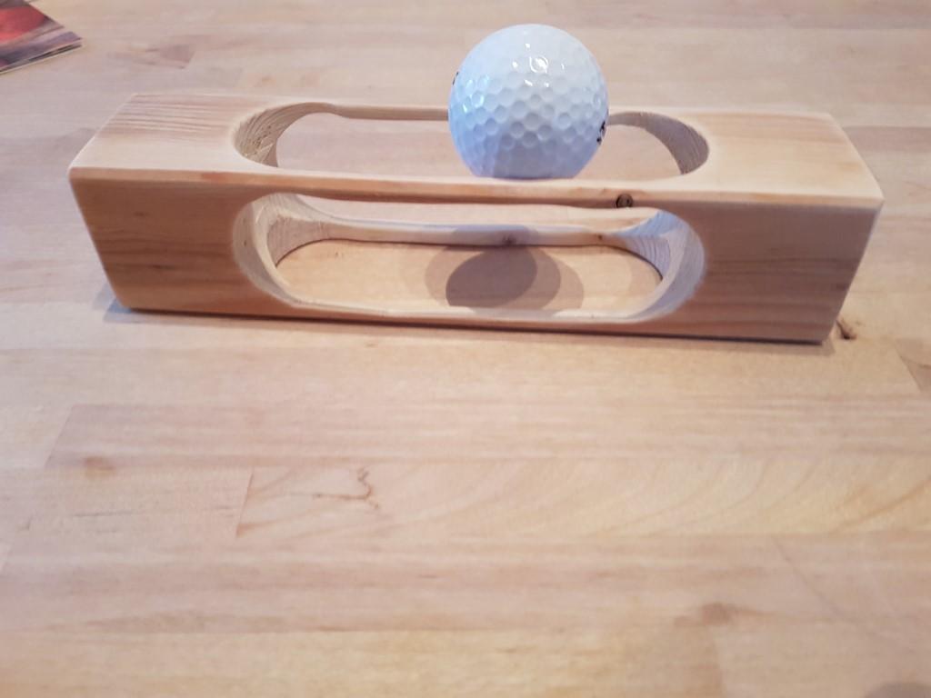 golfball-auf-holz