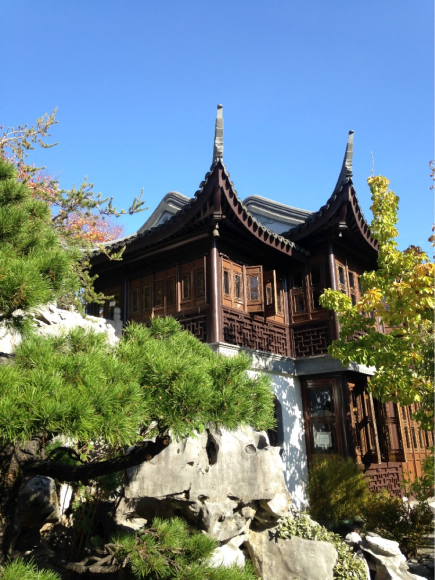 PHOTO: Japanese architecture in harmony with nature.