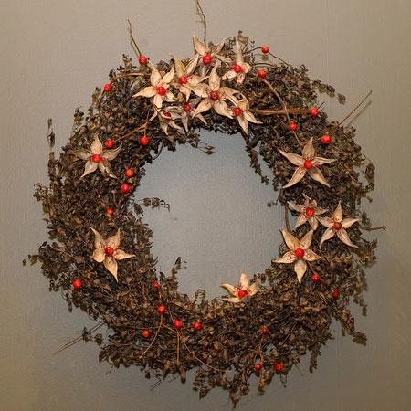 A circle, a ring, a wreath
