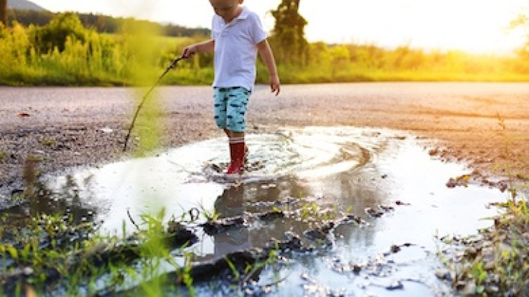 Importance of outdoor play for little kids