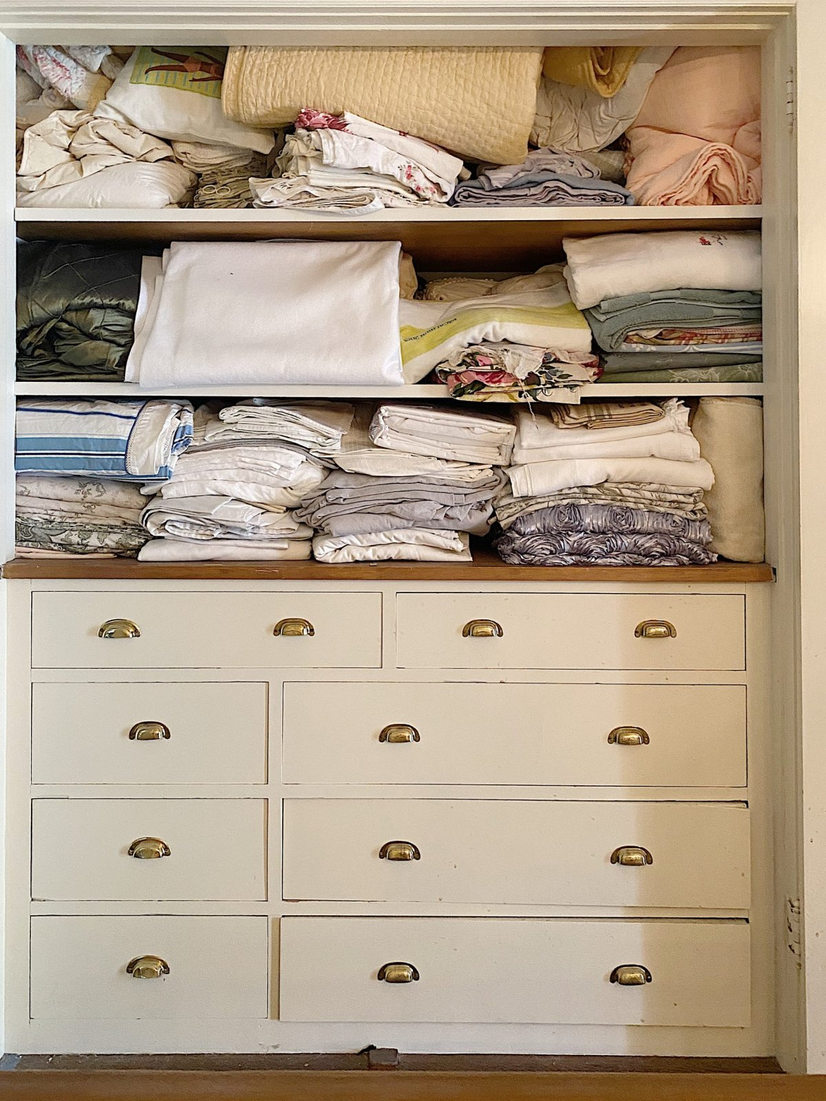 Organize a Linen Closet Before Photo