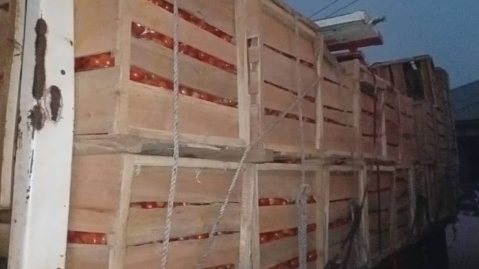 Angry Kintampo traders seize 10 trucks of imported tomatoes