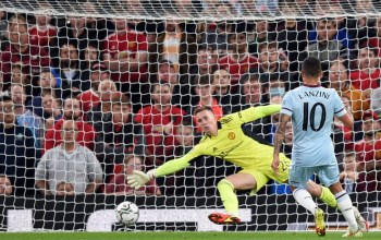 Lanzini watches on as his shot goes past Dean Henderson in goal for Manchester United
