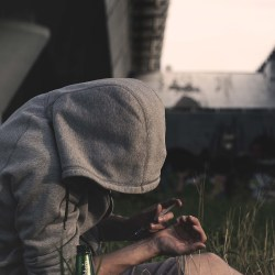 signs of heroin abuse, symptoms of heroin abuse, signs someone is using heroin, signs of heroin use